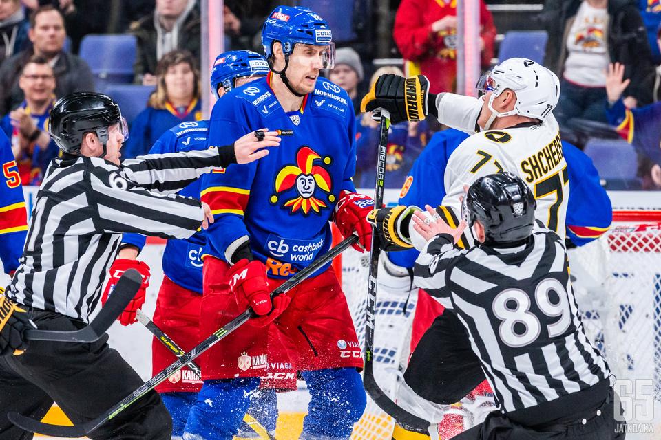 Maanantaina kaukaloon pitkän loukkaantumisen jälkeen palannut Marko Anttila on summannut kuluvalla kaudella 28 ottelussa 12 tehopistettä (9+3=12).