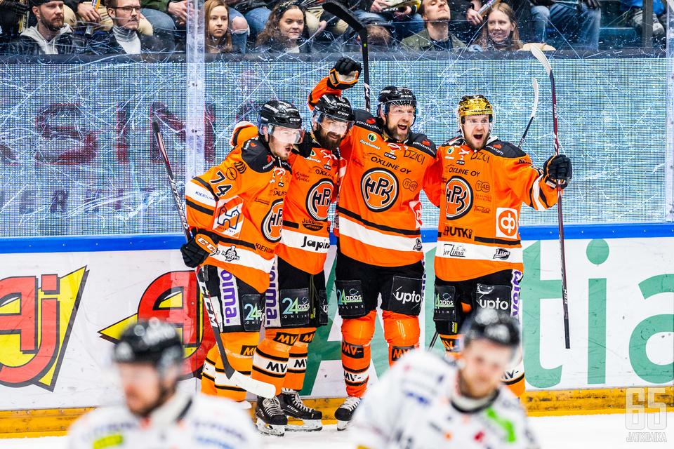 Petteri Nikkilä, Otto Paajanen, Arto Laatikainen ja Teemu Turunen olivat HPK:n mestaruusjoukkueen ydin.