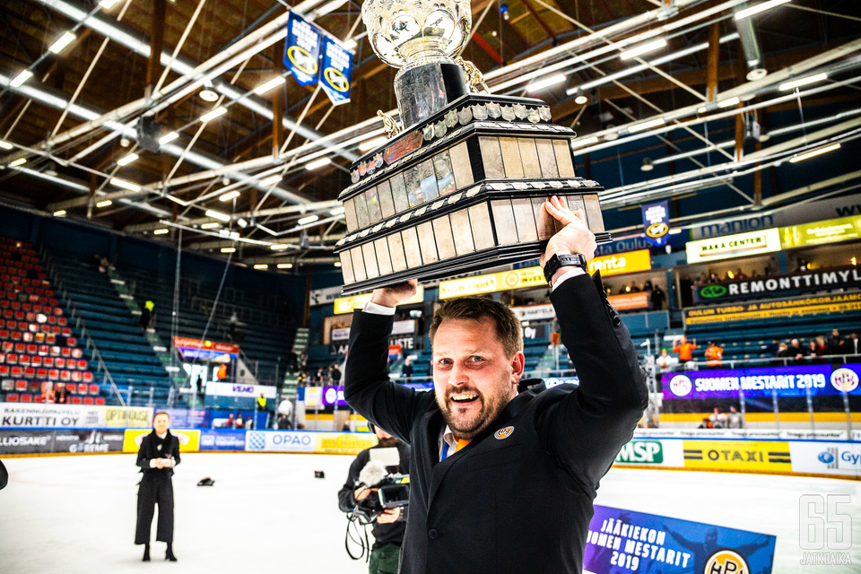 Antti Pennanen kuuluu suomalaisen valmentajakentän kärkinimiin.