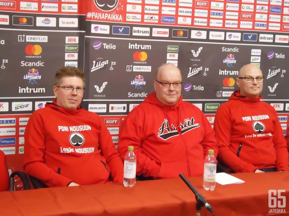 Saku Martikainen, Pasi Arvonen ja Seppo Vihelä täydentävät Ässien valmennusviisikon. Kuvasta puuttuvat päävalmentaja Ari-Pekka Selin ja maalivahtivalmentaja Jaakko Rosendahl.