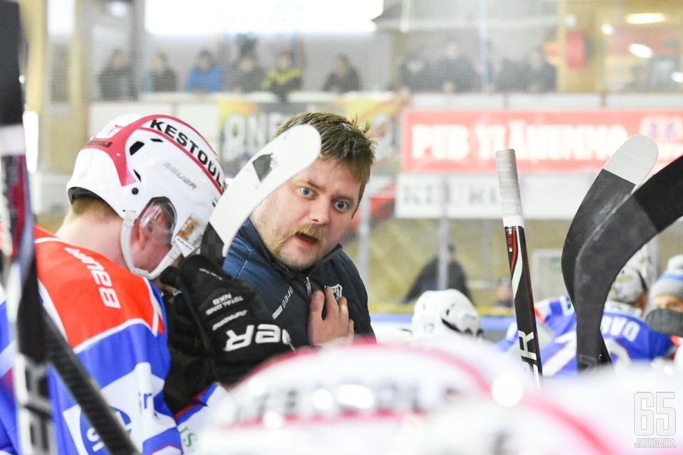 Niko Härkönen jakoi ohjeita kriittisillä hetkillä.