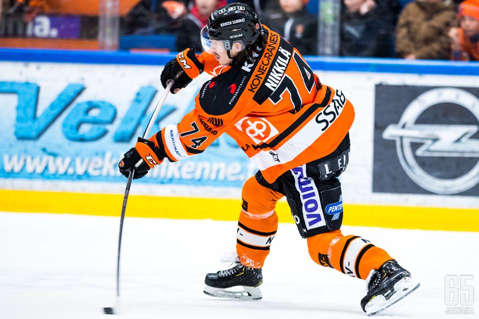Vahvan pelin pelannut Petteri Nikkilä syötti kaksi HPK:n maaleista.