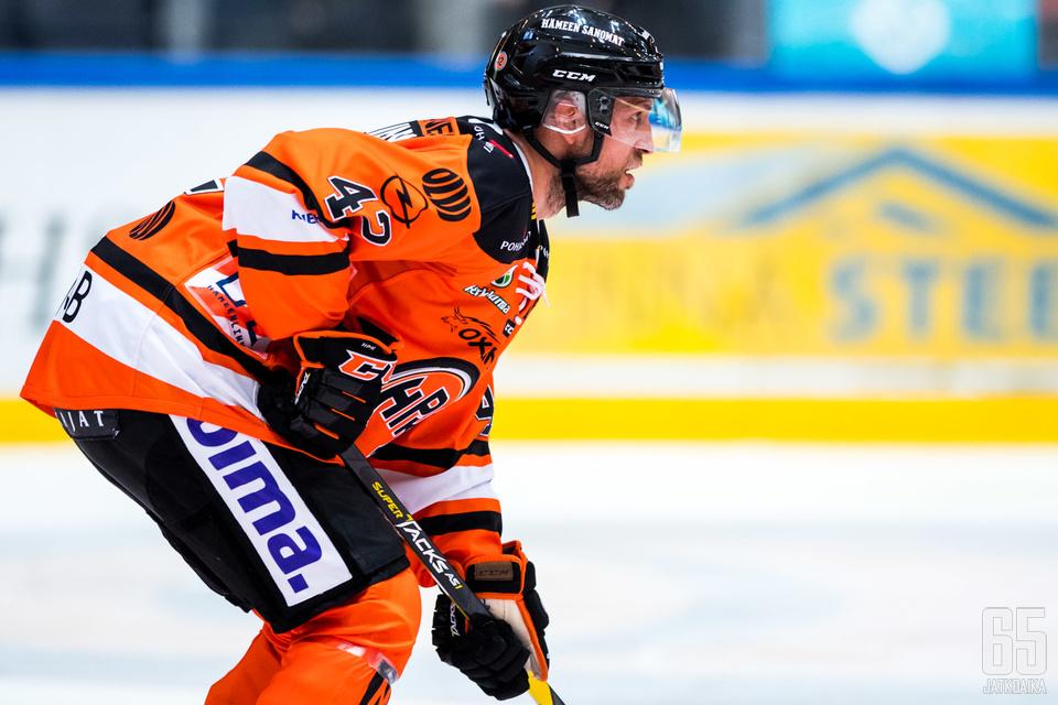 Arto Laatikainen ei ehtinyt pelata juuri Ilkka Heikkistä pidempään viidennessä välieräkamppailussa.