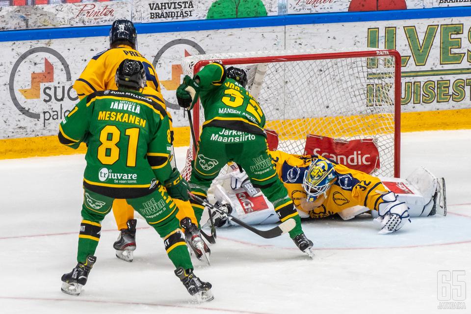 Joona Ikonen tasoitti ottelun 2−2:een.