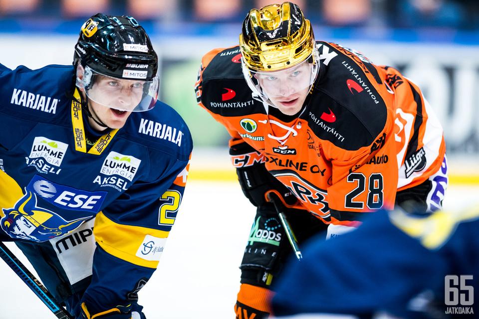 Janne Tavi (vas.) siirtyy Markus Nenosen (oik.) joukkuekaveriksi.