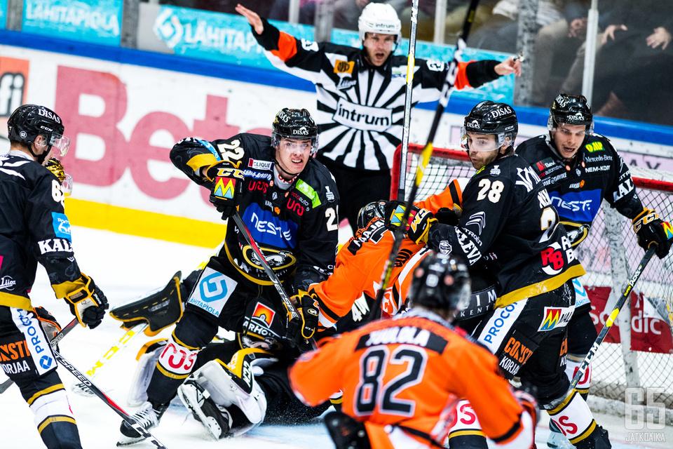 Tilanteita ei ottelusta puuttunut, kun kaksi nopeasti pelaavaa joukkuetta otti yhteen.