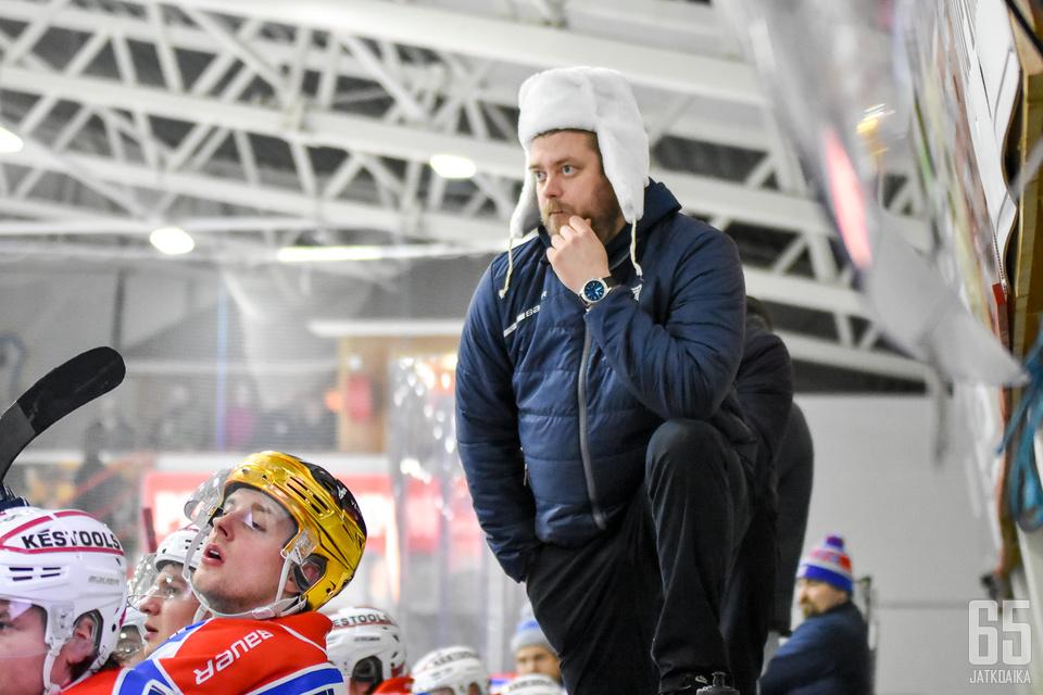 Niko Härkönen on ensimmäistä kautta KeuPan päävalmentajana.