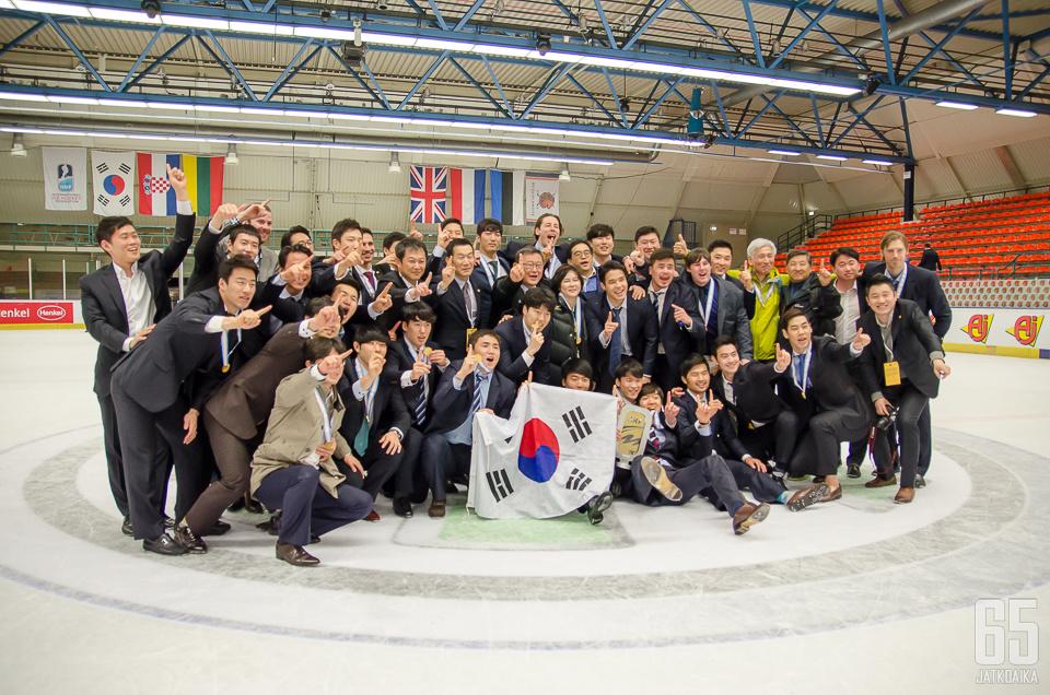 Vuonna 2015 Etelä-Korea nousi 1B-divisioonasta 1A:han, jossa se pelasi kahdet kisat ennen nousuaan korkeimmalle tasolle.