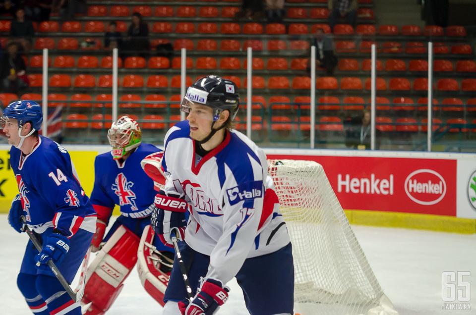 Brock Radunske edustaa nykyään Etelä-Korean maajoukkuetta.