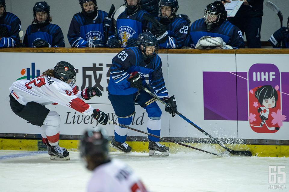 Elisa Holopainen palkittiin alle 18-vuotiaiden tyttöjen MM-kisojen parhaana hyökkääjänä.