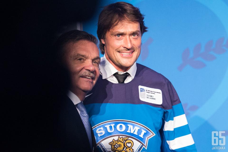 Kansainvälisen jääkiekkoliiton puheenjohtaja sveitsiläinen René Fasel ja Suomen kaikkien aikojen suurin jääkiekkotähti Teemu Selänne ovat tunnetusti hyvää pataa Venäjän presidentin Vladimir Putinin lähipiirin kanssa.