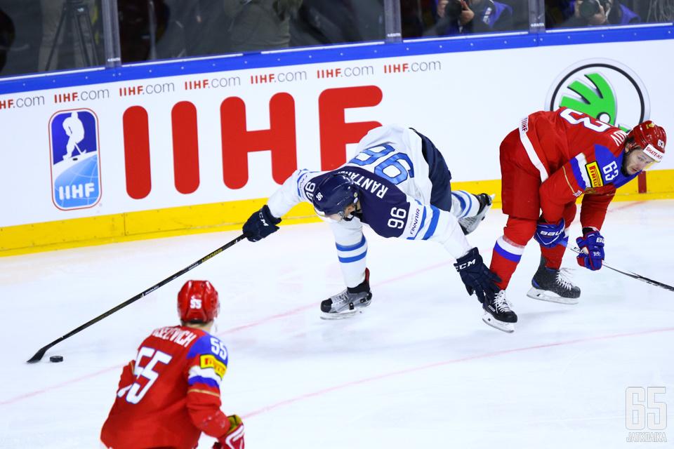 Suomi kompurointi ratkaisupeleissä jäi mieleen.