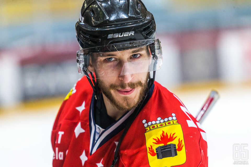 Hymy oli herkässä, kun Samu Markkula merkkautti itselleen ottelusarjan viimeisen maalin ja lyöden päätöksen karsintasarjalle.
