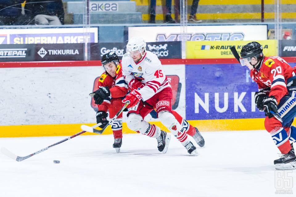 Hermeksen Janne Pälve avasi ottelun maalitilin.
