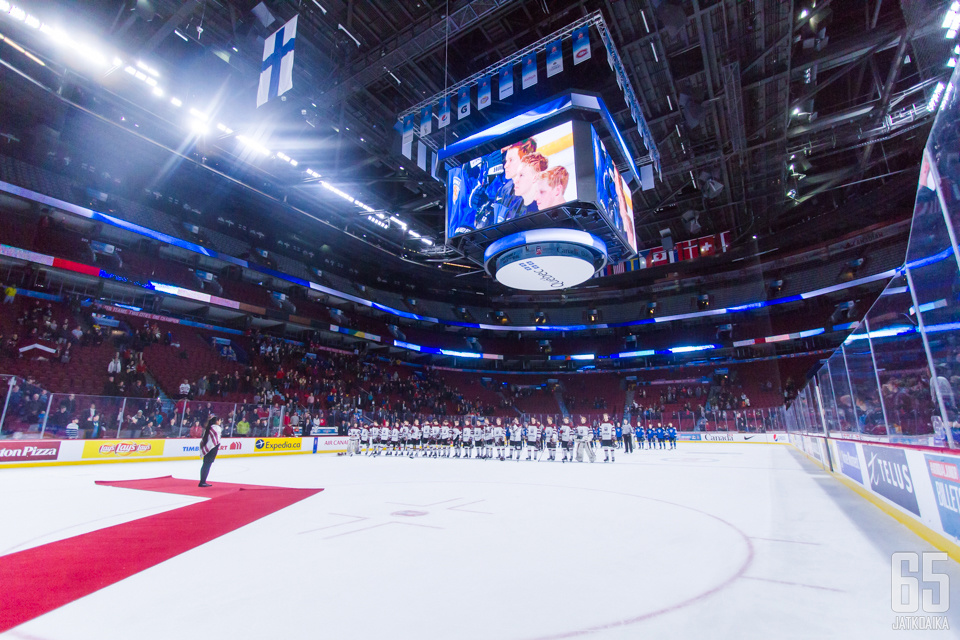 Suomen turnaus päättyi karsintapeleihin Latviaa vastaan. Sarjapaikka säilyi.
