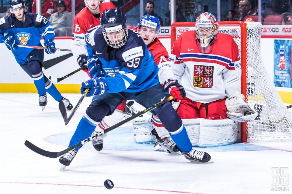 Tolvanen pelasi talvella leijonapaidassa nuorten MM-kisoissa.