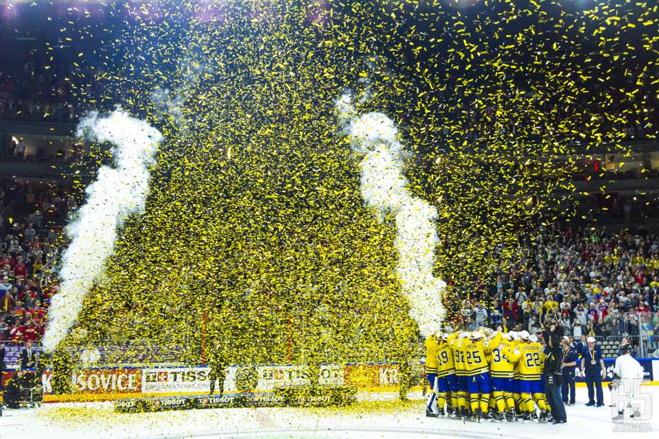 MM-kisat päättyivät keltaiseen konfettisateeseen, kun Tre Kronor juhli maailmanmestaruutta.