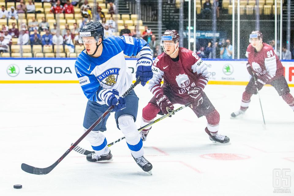 Kapanen kieputteli Latvian pelaajia, mutta tulos jäi vielä syntymättä.