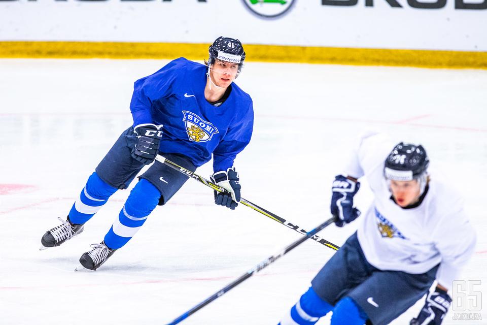 Heiskanen varjosti Antti Suomelaa Leijonien harjoituksissa.