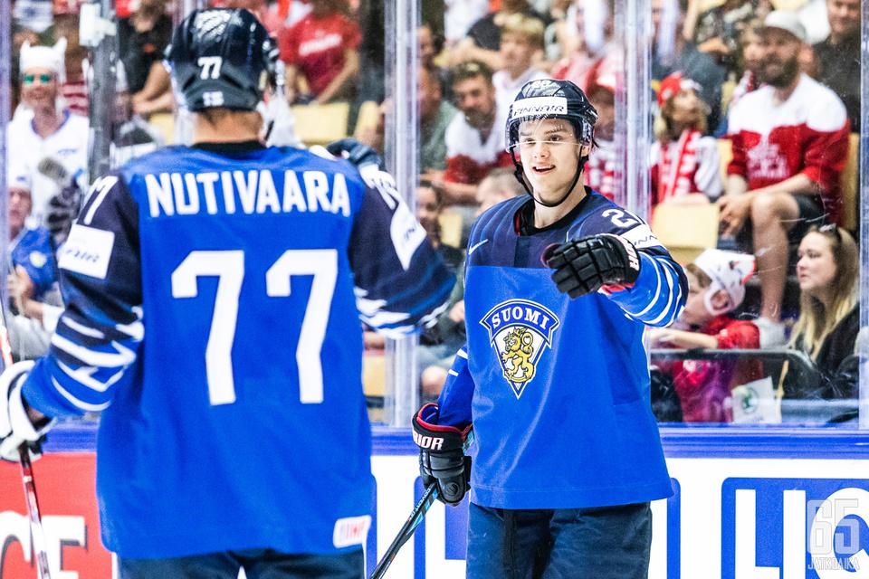 Markus Nutivaara syötti kaksi osumaa, Sebastian Aho kirjautti hattutempun.