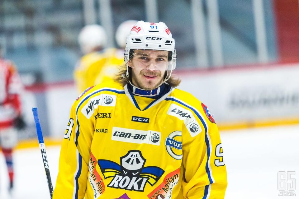 Olli-Matti Järvelä merkkautti kaudella 2017-18 tehopisteet 20+12=32.