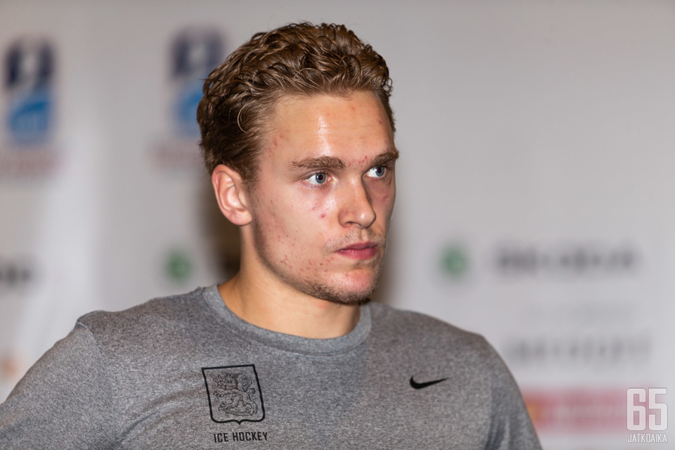 Mikko Rantanen pelaa NHL:ssä Colorado Avalanchen joukkueessa.