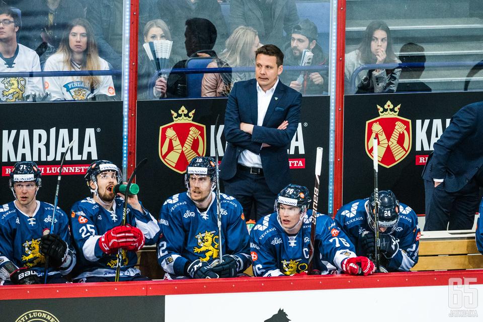 Lauri Marjamäki viettää ainakin toistaiseksi viimeistä kauttaan Leijonien peräsimessä. Ensi syksynä hän valmentaa KHL:ssä Helsingin Jokereita.