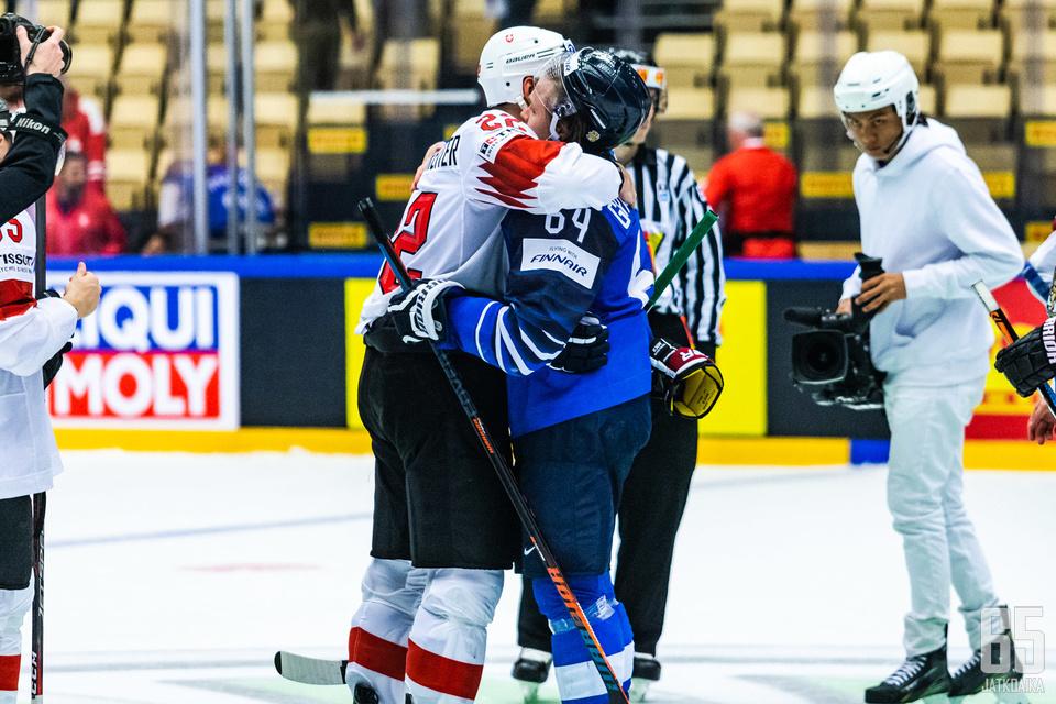 Seurakaverukset Minnesota Wildista halasivat Sveitsin voittoon päättyneen ottelun jälkeen.