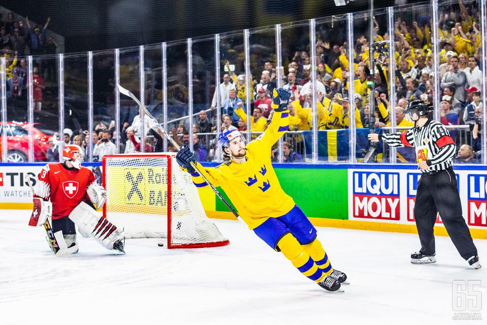 Filip Forsberg laukoi Ruotsille maailmanmestaruuden.