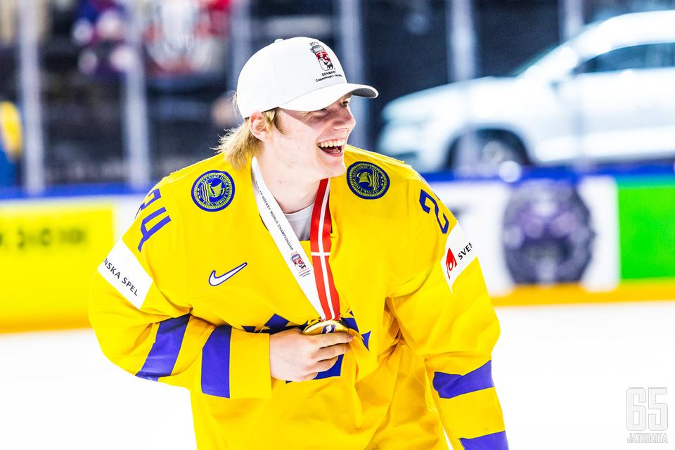 Andersson juhli MM-kultaa vuoden 2018 MM-kisoissa.