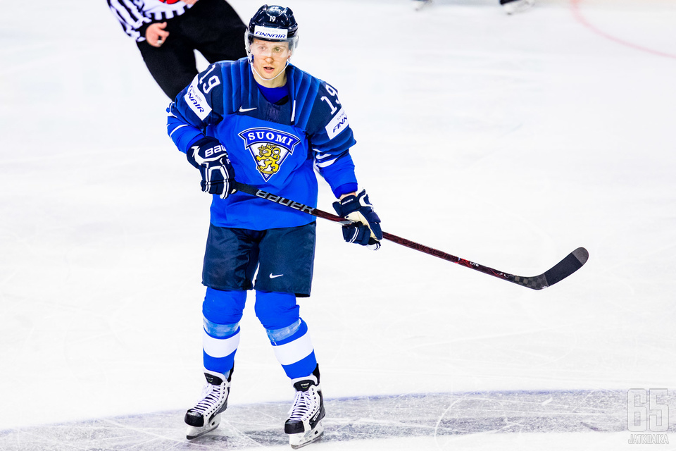 Veli-Matti Savinainen toi ilman maalivahti pelanneen Suomen viimeisellä minuutilla tasoihin.