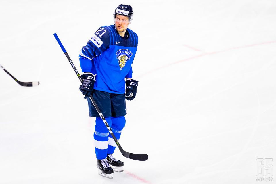 Juhani Tyrväinen pelasi Leijonien ykkösketjun keskellä.