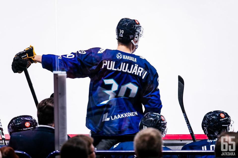 Jesse Puljujärvi pukee Leijonat-paidan jälleen ylleen.