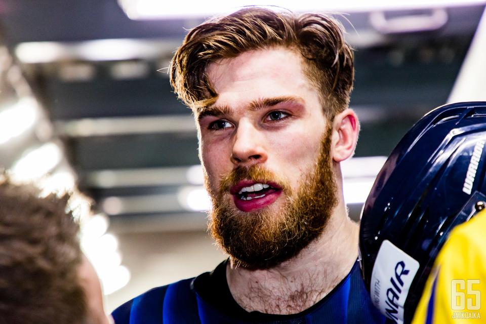 Jani Hakanpään NHL-unelma antaa odottaa itseään. Puolustaja aloittaa kautensa farmissa.