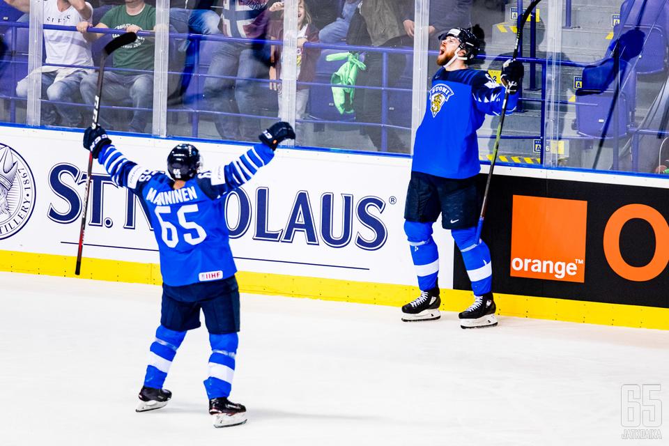 Sakari Manninen ja Jani Hakanpää olivat Suomen juhlittuja sankareita ottelussa.
