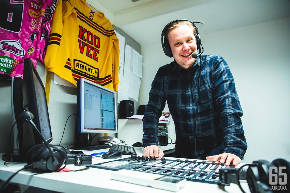 Fun Tampereen Kiekkotiimin vastaava tuottaja Valtteri Kujansuu on mukana Ilveksen kiekkolähetyksissä jo neljättä kautta.
