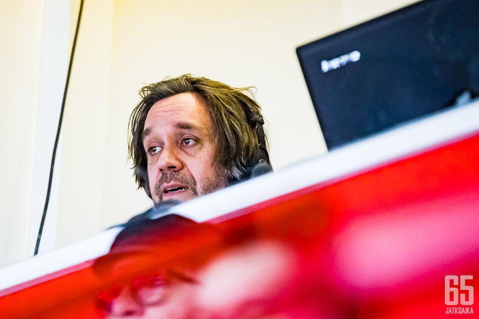 Ilveksen ottelut viime kaudella selostanut Manu Haapalainen jatkaa osana FUN Tampereen kiekkotiimiä.