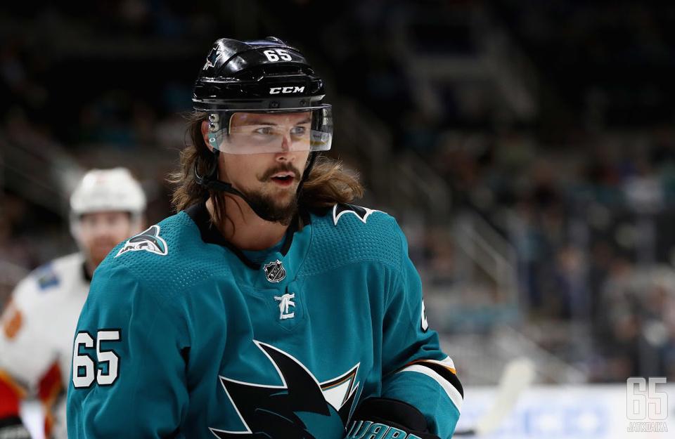 Erik Karlssonin odotetaan tekevän ihmeitä Sharksin tehotuotannolle.