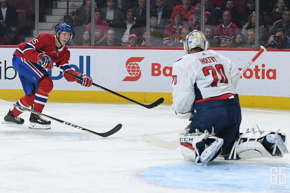 Kotkaniemen ensimmäinen NHL-osuma painui hallitsevan Stanley Cup -voittajan Braden Holtbyn selän taakse.
