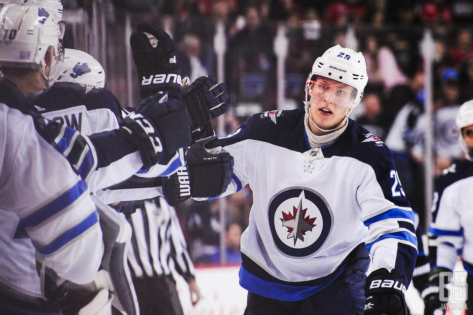 Laineen tuloksekas viikko toi kunniaa, kun NHL valitsi viikon kolmea tähteään.