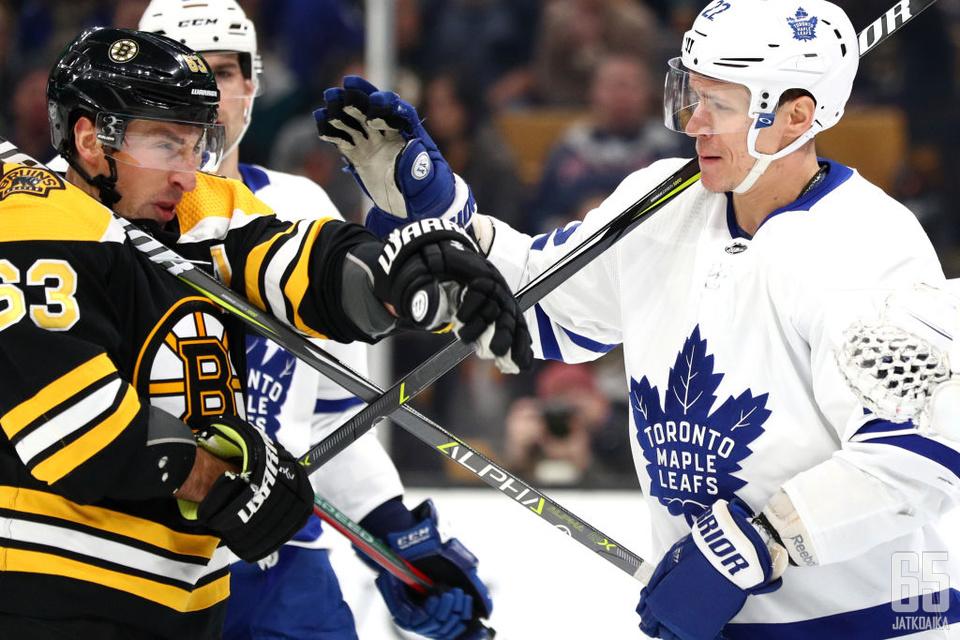 Brad Marchand joutuu Maple Leafsin erityisvartioon.