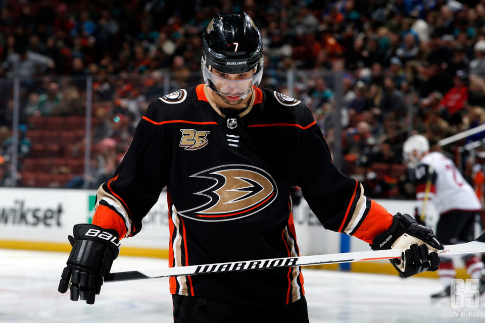 Andrew Cogliano on pelannut Ducksin lisäksi myös Edmonton Oilersin paidassa.