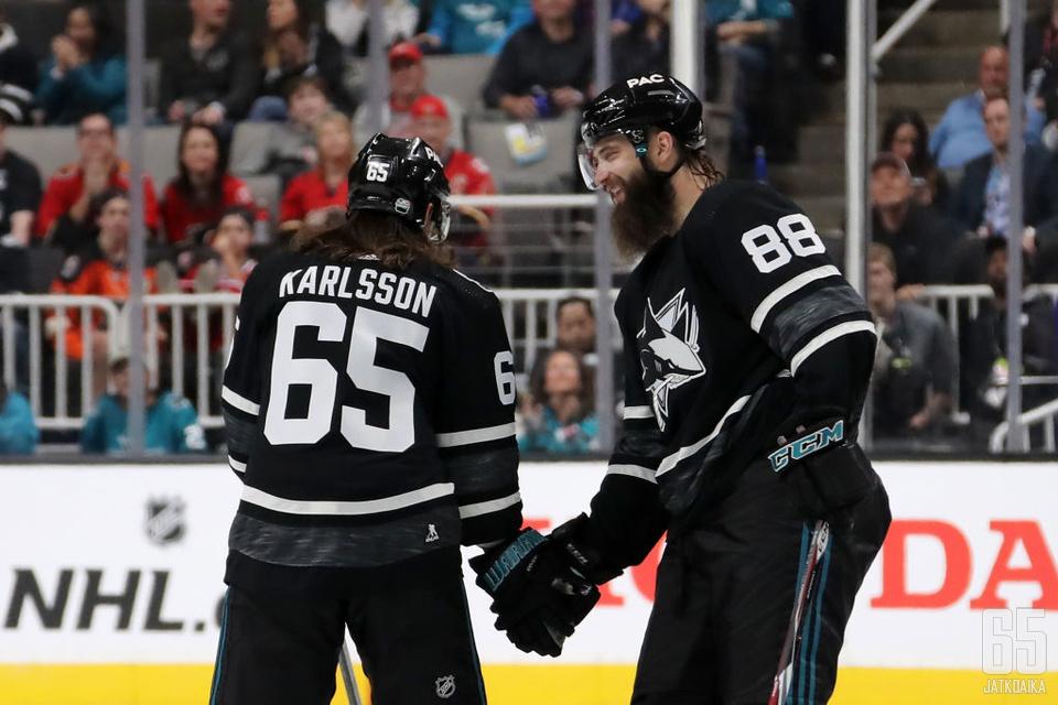 Brent Burns (oikealla) ja Erik Karlsson muodostavat NHL:n tehokkaimman puolustajakaksikon.