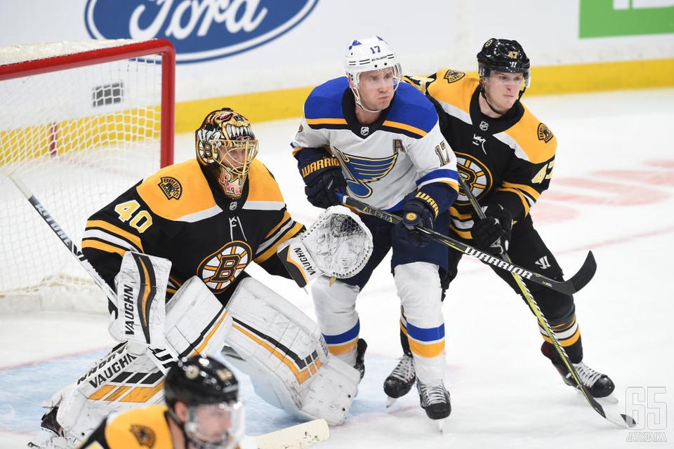 Tuukka Rask torjui uransa 252. voittonsa ja nousi samalla Boston Bruinsin maalivahtien voittotilastossa jaetulle ykköspaikalle.