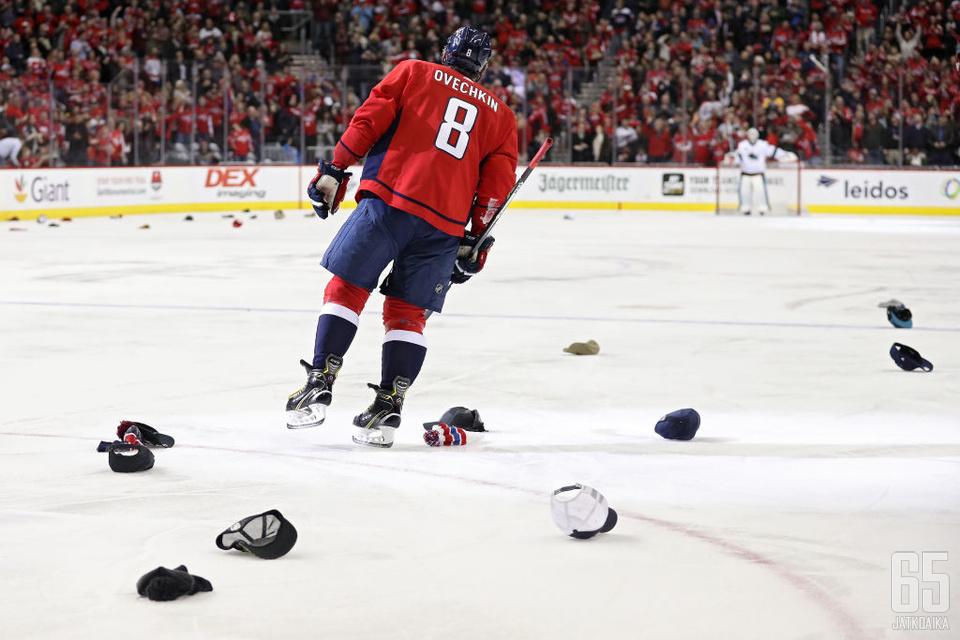 NHL:n parhaan maalintekijän titteli pysyy yhä vaan Ovetškinin hallussa.