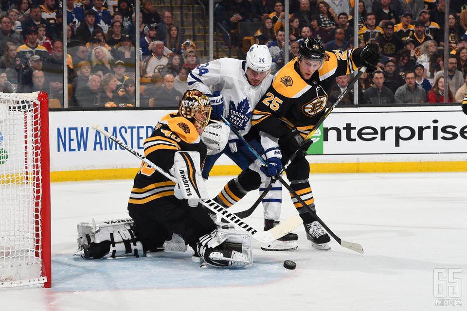 Tuukka Rask torjui maalillaan 30 laukausta Boston Bruinsin tasoittaessa ottelusarjan voitot Toronto Maple Leafsia vastaan.