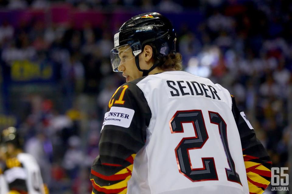 Moritz Seider on yksi Saksan kiekkohistorian lupaavimpia puolustajia.
