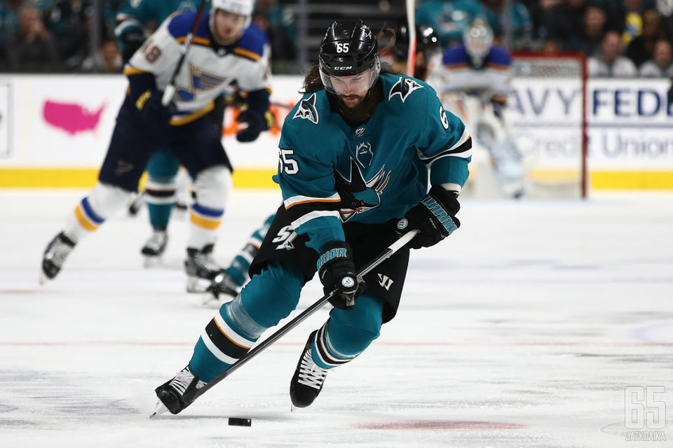 Karlsson kirjautti päättyneellä kaudella 45 tehopistettä 53 runkosarjaottelussa.