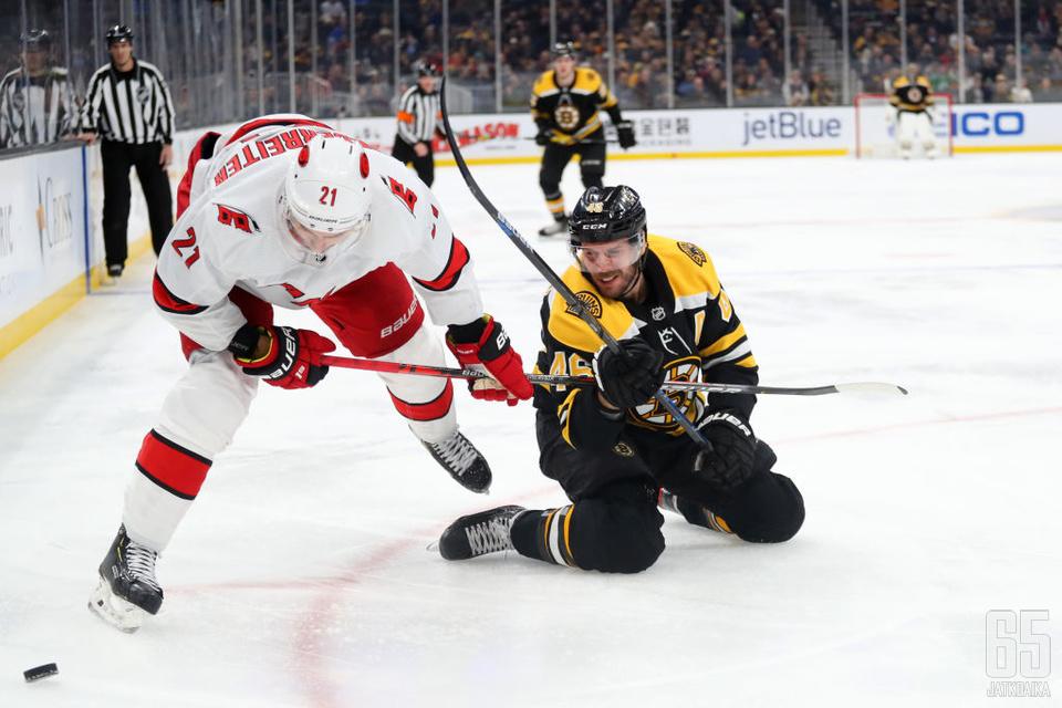 Hurricanes pistää Bruinsin tiukoille.