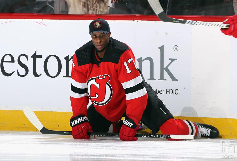 Wayne Simmonds pelasi viime kaudella Devilsissä ja Sabresissa.